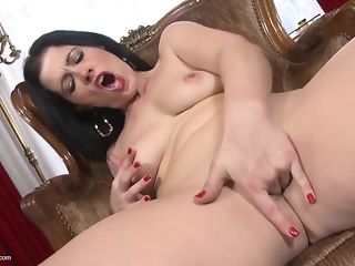 Humpual-Addicted dark-haired mother deepthroats Jumbo spear swelling fucktoy best porn