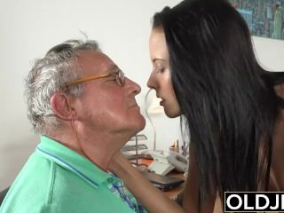Caught grandfather Having romp With youthfull dark-haired handy job interview porn tube