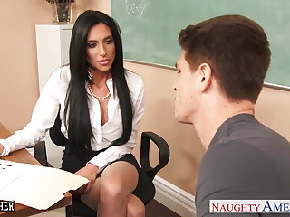 Busty sex trainer Jaclyn Taylor gets banged not far from classroom