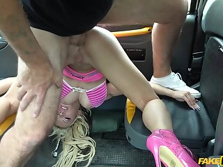 Kinky ash-blonde tramp in pinkish is being screwed, by a faux cab driver, in his car
