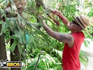 BANGBROS - Gardener Bruno Dickemz Smashes Latina Porn Industry Star Valerie Kay
