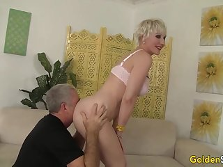Brief haired, platinum-blonde girl is complying apropos anent a fellatio apropos her hubby's finest underling a ally with