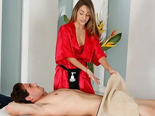 Shy man uppish first massage with Kimmy Granger