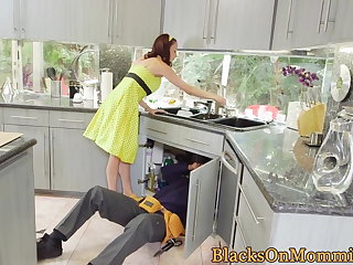 Housewife BBC stuffed in interracial threesome